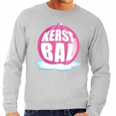 Goedkope foute kersttrui kerstbal roze op grijze sweater voor heren
